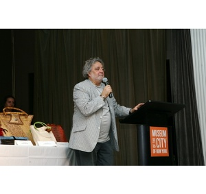 Carlos Falchi accepting his award as the Lifetime Achievement Recipient in independent Handbag Design